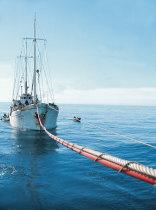 O navio Elizabeth a reabastecer-se no Gil Eannes