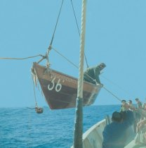 Recolha de um sinistrado a bordo do Gil Eannes