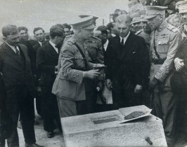 Óscar Carmona em Viana
