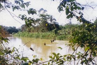 Travessia do rio Zenza