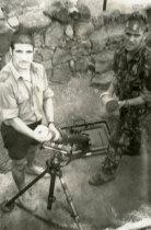 Militares com morteiro