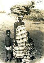 Mulher e crianças de Angoche