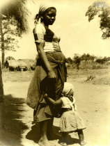 Mulher e criança de Murrupula