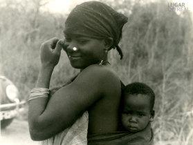 Mulher e criança de Monapo