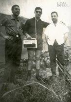 António Alves com dois amigos